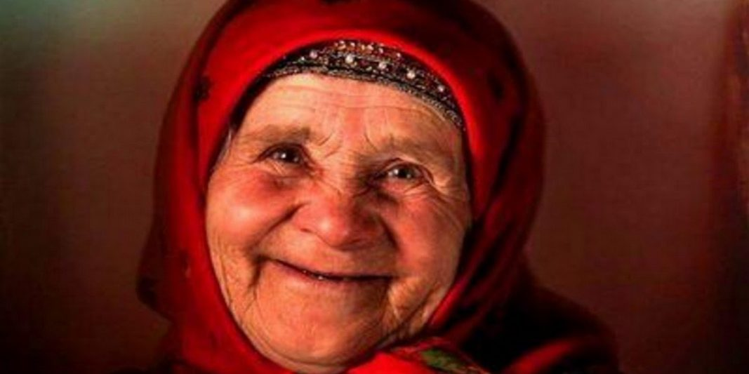 бабушка и дети, русская игра
