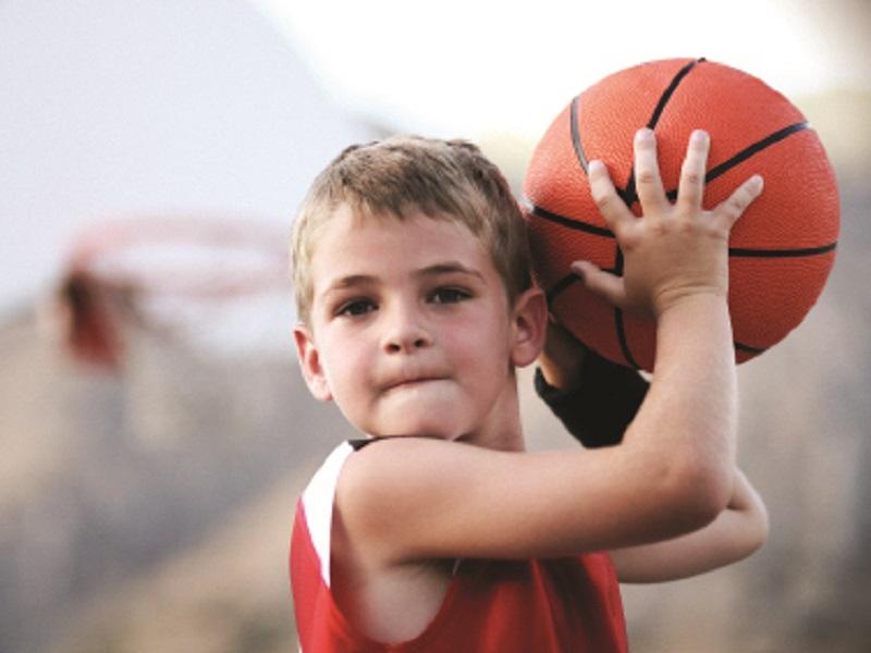 Детская подвижная игра с мячом