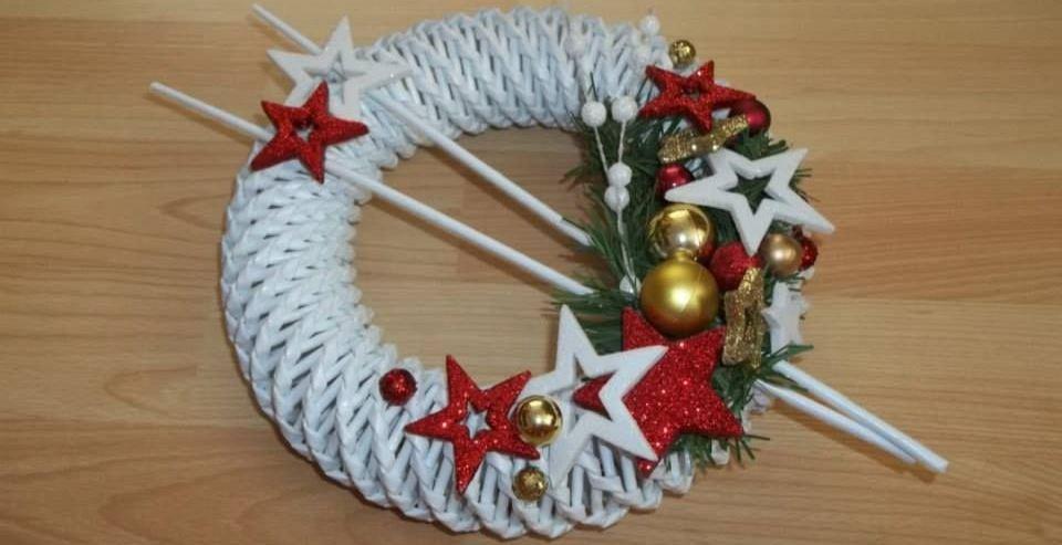 рождественский венок из бумажной лозы